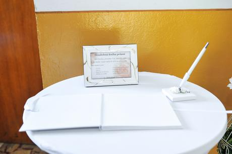 Svadobné pero na stojane ,