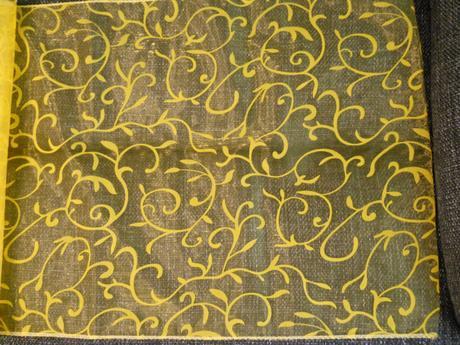 Tmavě žlutá organza ,