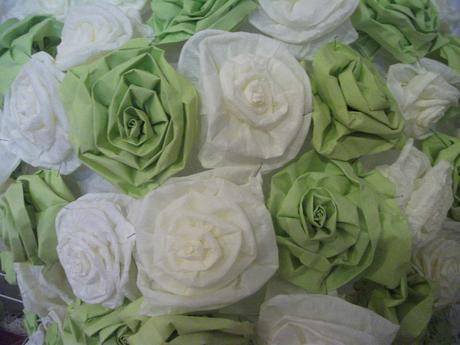 Sada lampionů z papírových květů,