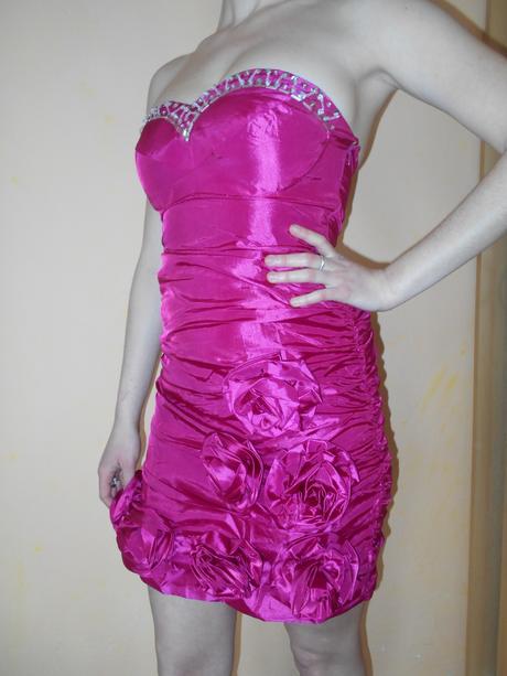 Fuchsiové, družičkovské či půlnoční šaty, 36