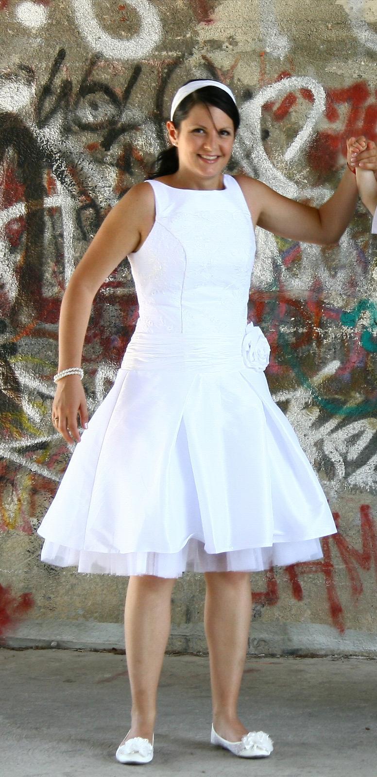 9562d11c46a0 Krátke retro šaty