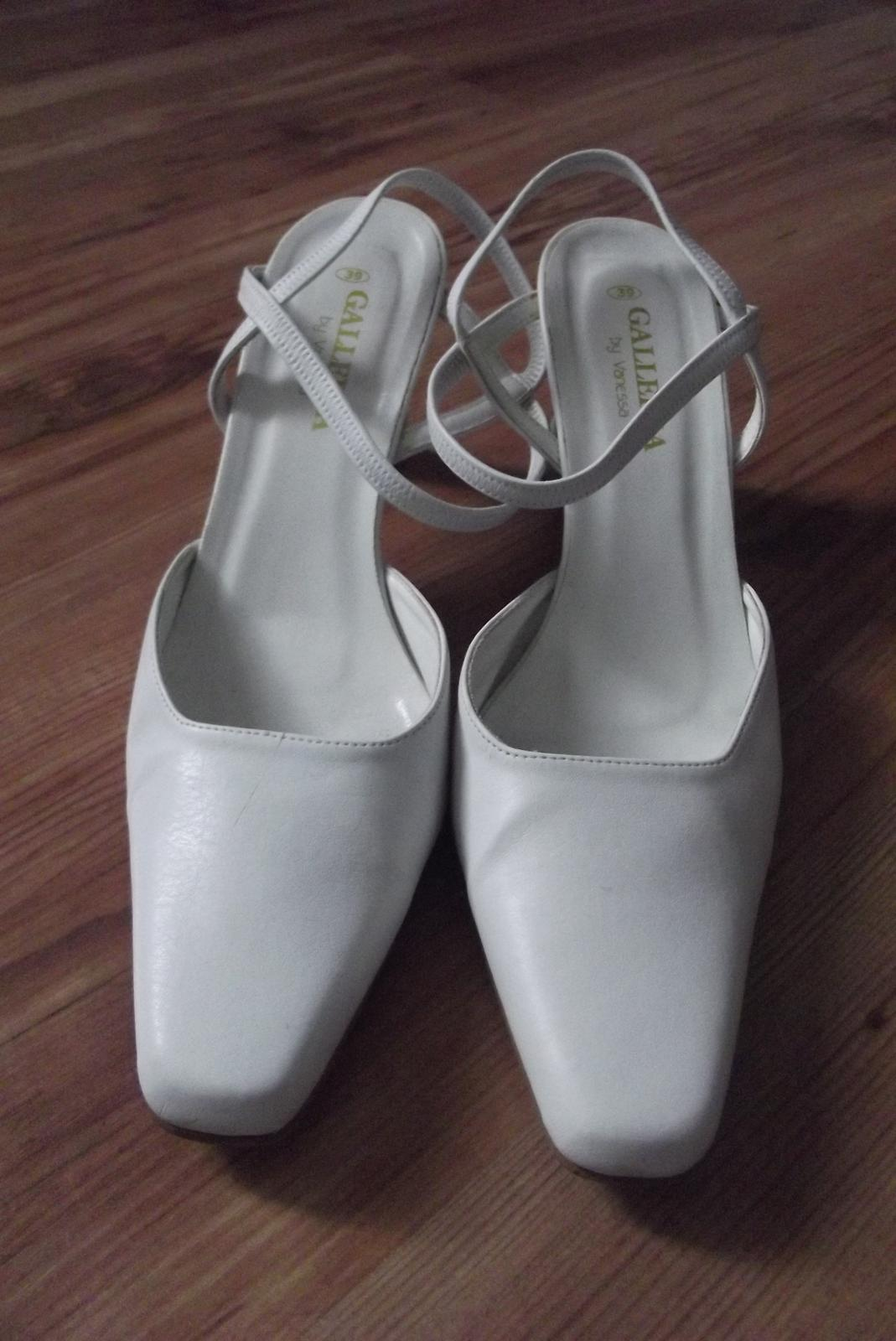 Biele topánky 5af5e368d69