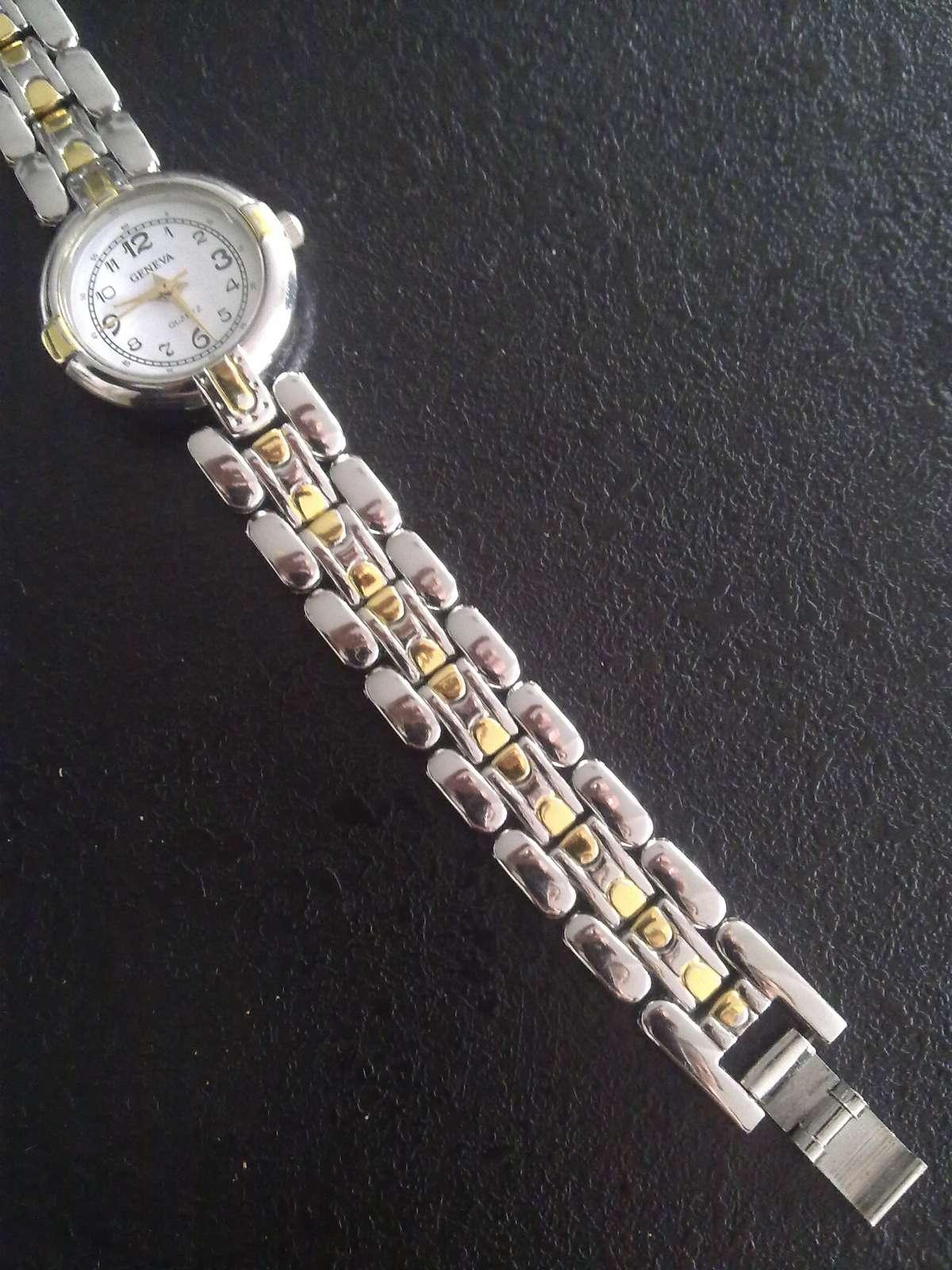 f8afbca152b Elegantní hodinky s malým ciferníkem