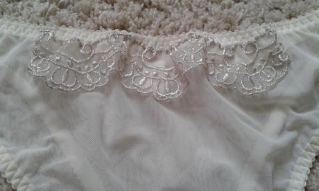Krémový svatební korzet, 70E