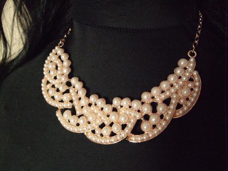 Nahrdelnik s perlami, pevny,