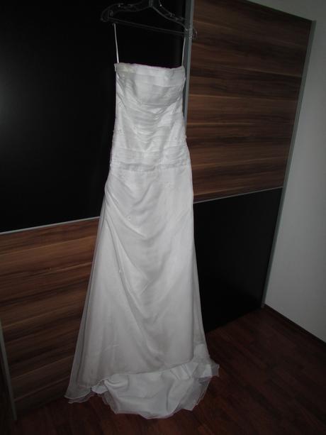 Šaty na vyššiu nevestu, 38