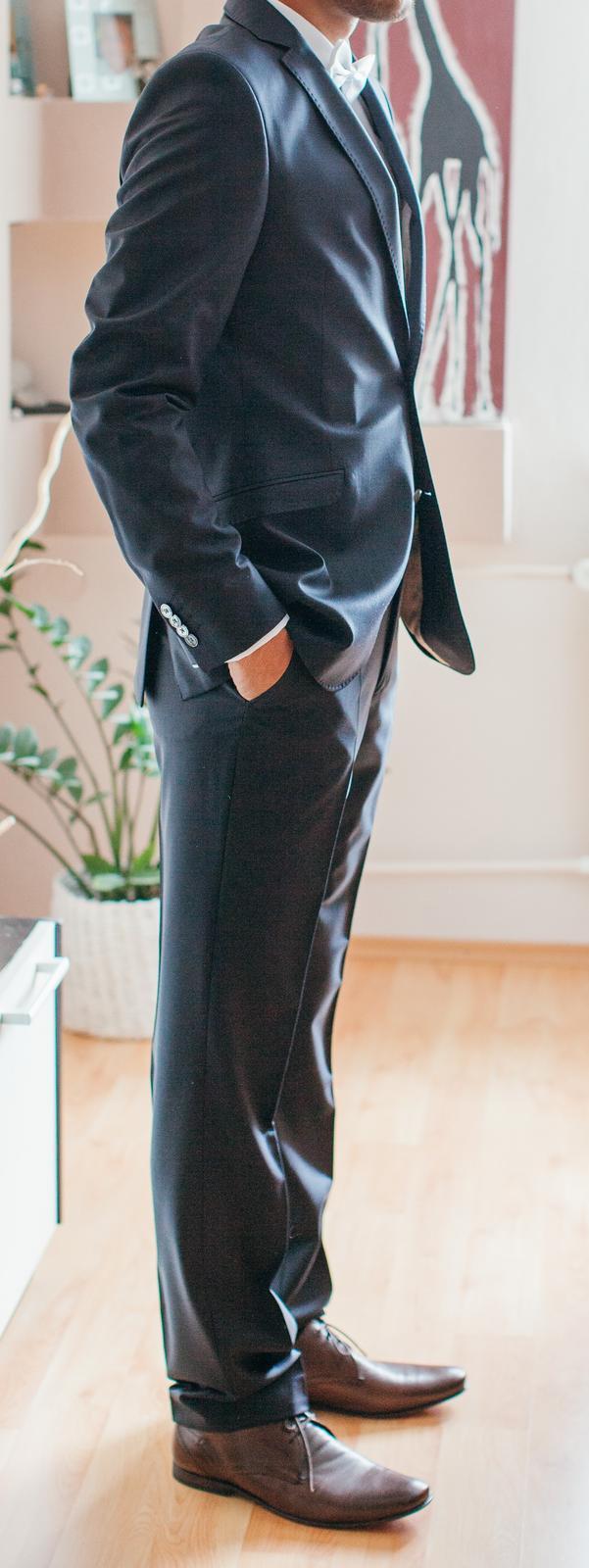 11e798f05997 Svadobný tmavomodrý oblek ozeta