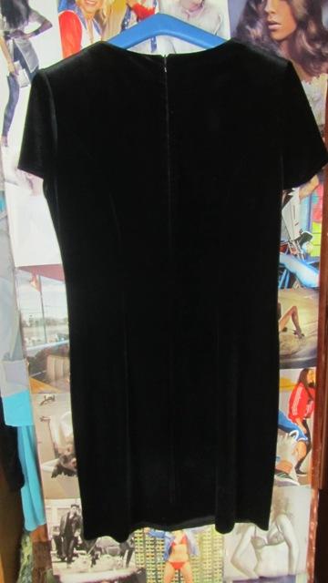 Čierne šaty, 40