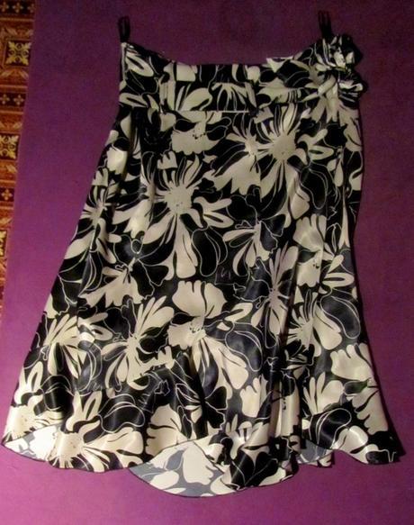 čierno-biela sukňa, M