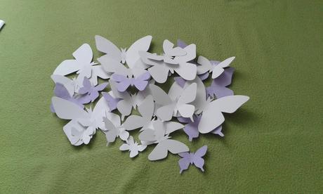 Papierove motyle na stenu,