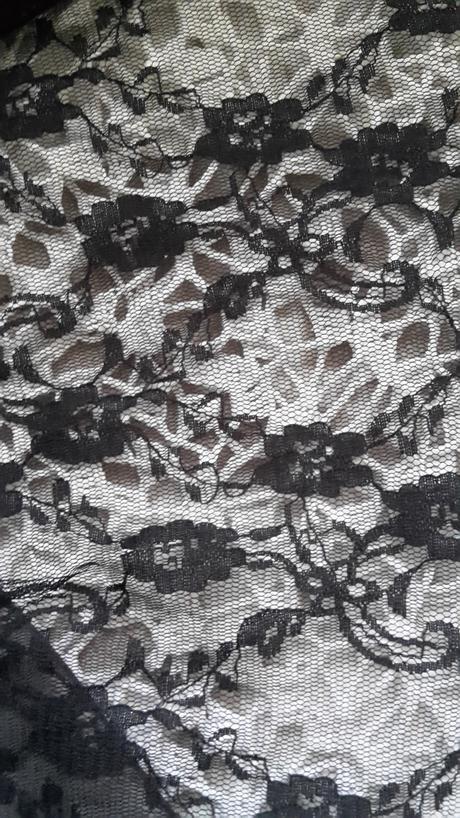 Čierne spoločenské šaty., 40