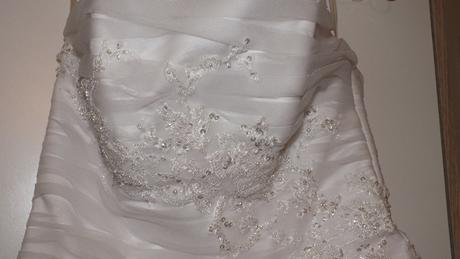 Svatební šaty se sešikmeným pasem, 38