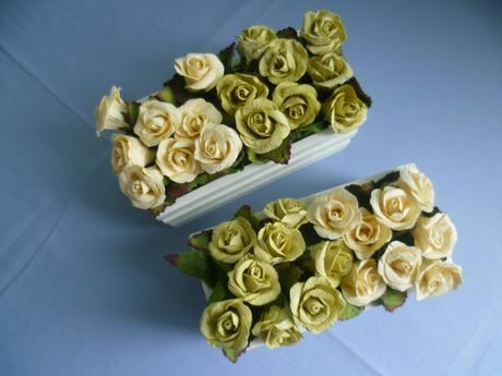 Dřevěné květináče s růžemi ,