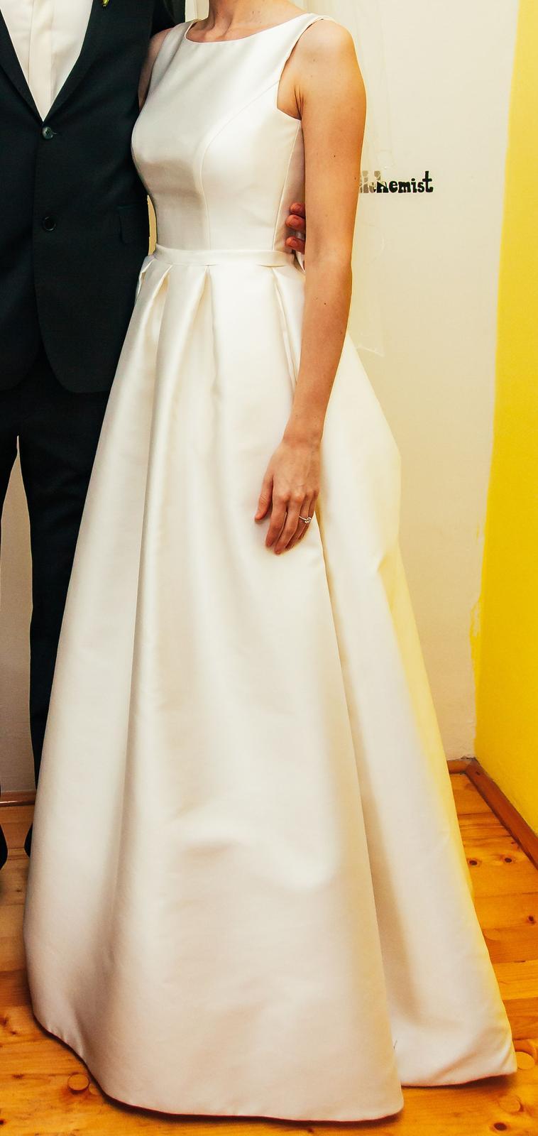 7295c69f4dc6 Jednoduché elegantné svadobné šaty