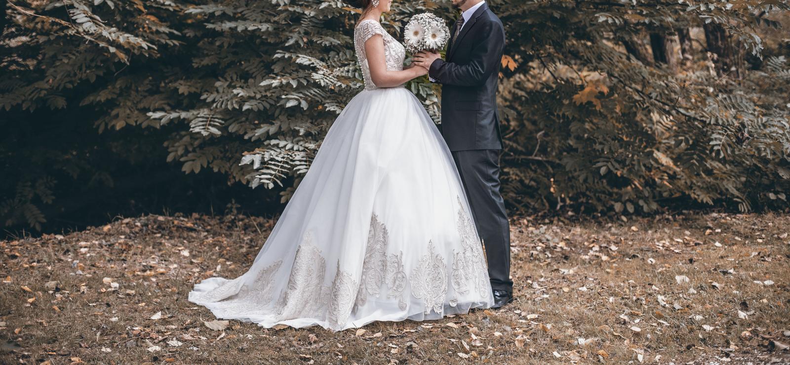 68f82d1340e9 Zlato- biele svadobné šaty 36 38