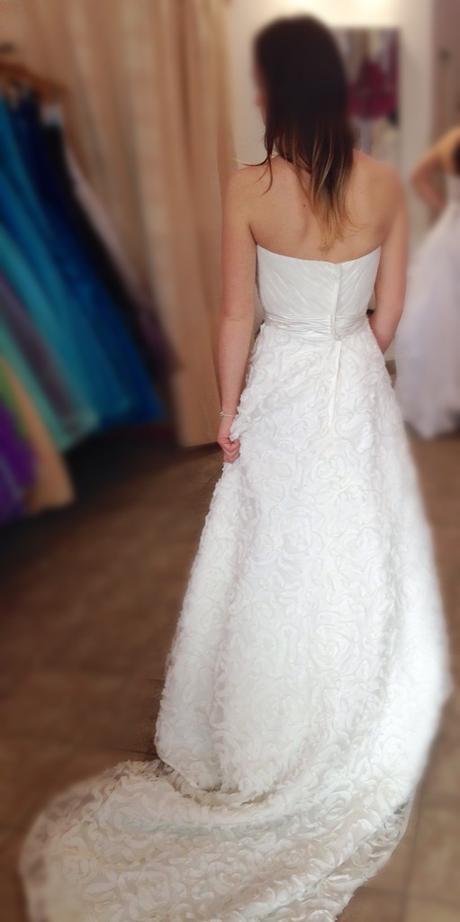 Smetanové svatební šaty s vlečkou (vel. 38-34) , 38