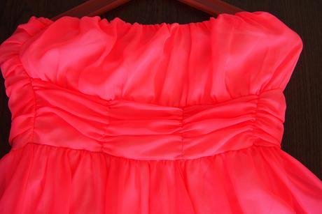 Asymetrické šaty, 36