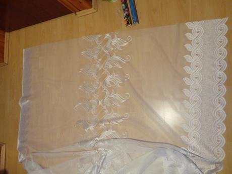 záclona 3,70 x 1,60 m,