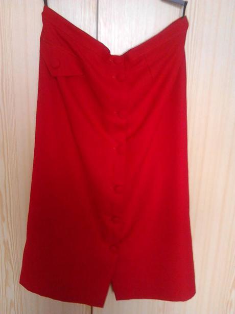 Červená sukňa pre moletku, 48