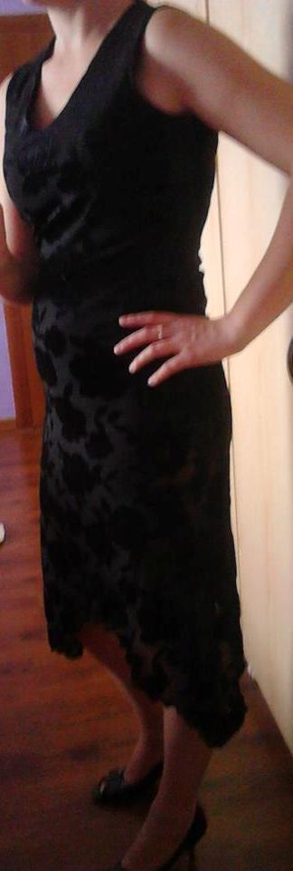 Čierne spoločenské šaty , 38