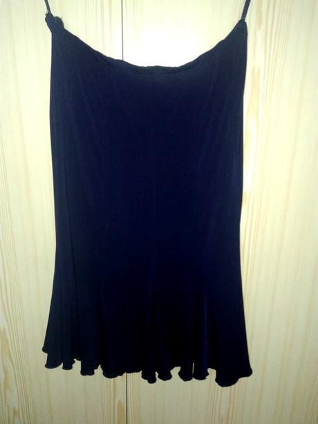 Tmavomodrá sukňa, 46