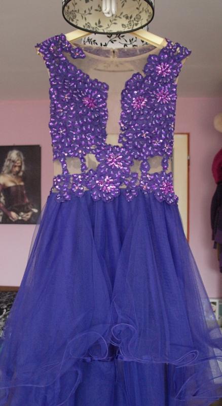fialové šaty, 34