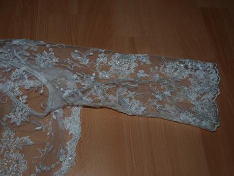 Svadobné šaty pre vyššie nevestičky, 36