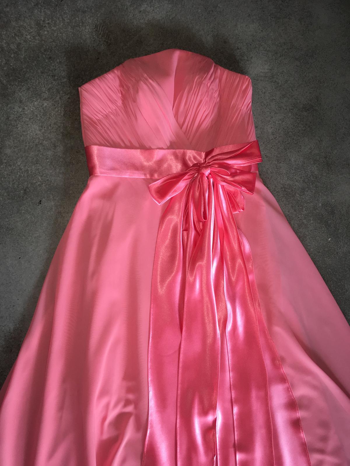 8087de384af0 Dlhé šifónové šaty
