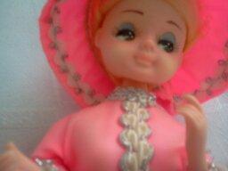 Točiaca sa a hrajúca bábika,