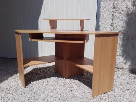 Rohový stolík pre pc,