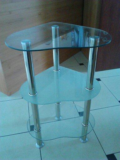 skleneny stolik,
