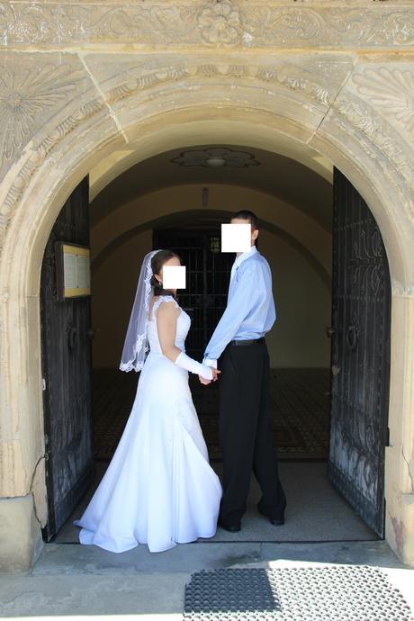 Svadobné šaty snehovobielej farby , 38