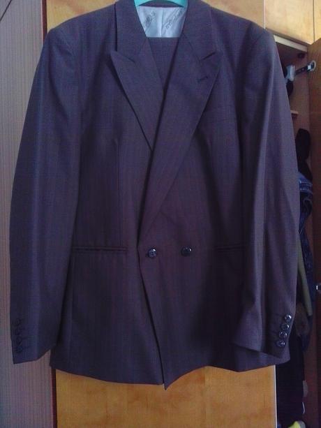 Pánsky oblek, 52
