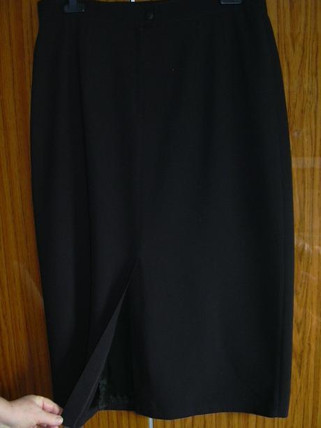 černá delší sukně , 50