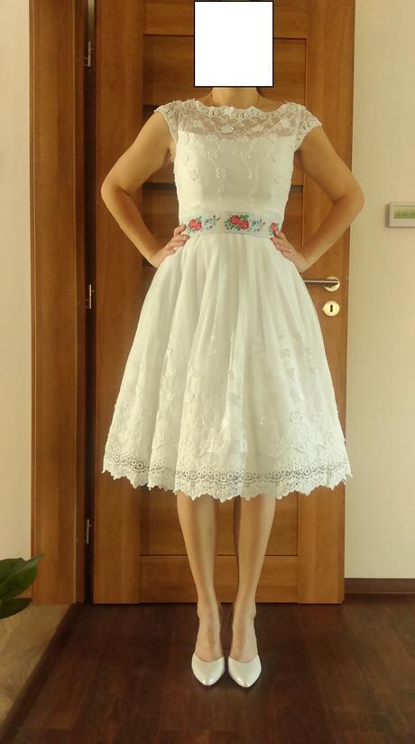 Krátke folklórne svadobné šaty, 40