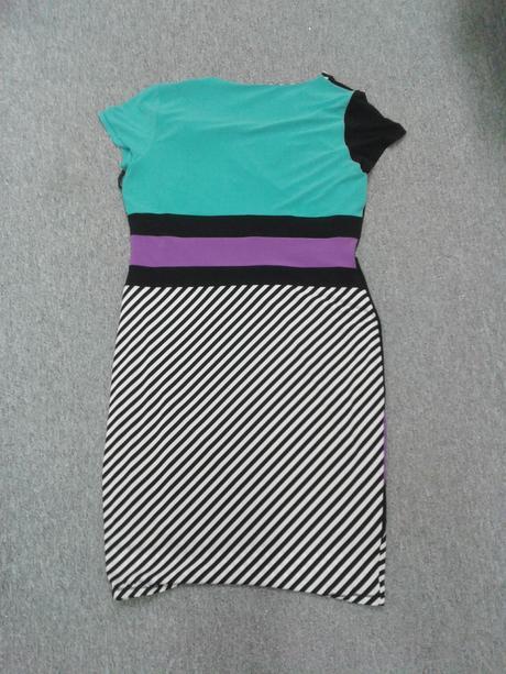 Krátké barevné šaty s proužky, 46