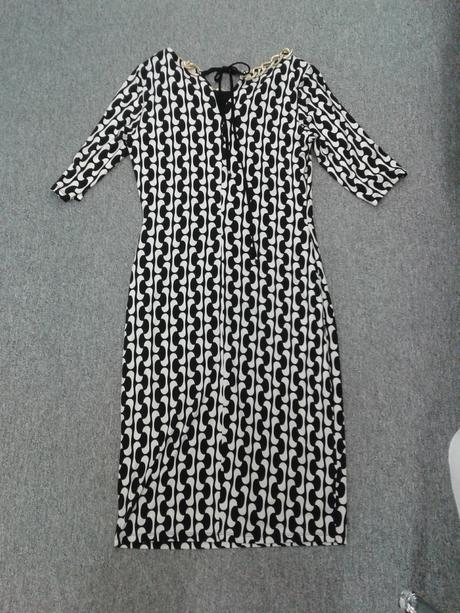 Krátké ekry-černé šaty s řetízkem a rukávem, 40