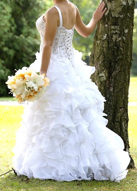Bohaté volánkové svat. šaty vel. 38-42, barva bílá, 38