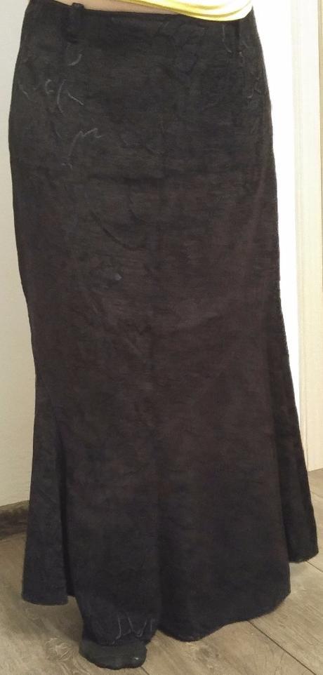 Černá dlouhá sukně s vyšitými květy - vel. 44/46, XL