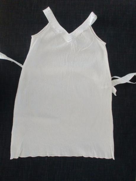 Krémové letní šaty se stříbrnou nitkou 34/36, 34