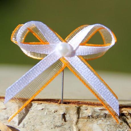 Oranžovo-bílé vývazky s bílou perličkou - 11 ks,
