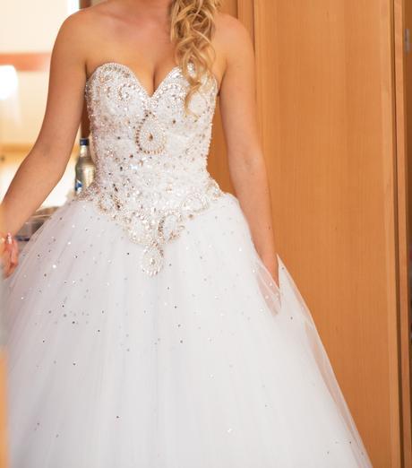 Kamienkové svadobné šaty, 38