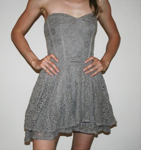 Šedé krajkové šaty Warehouse vel 36, 36