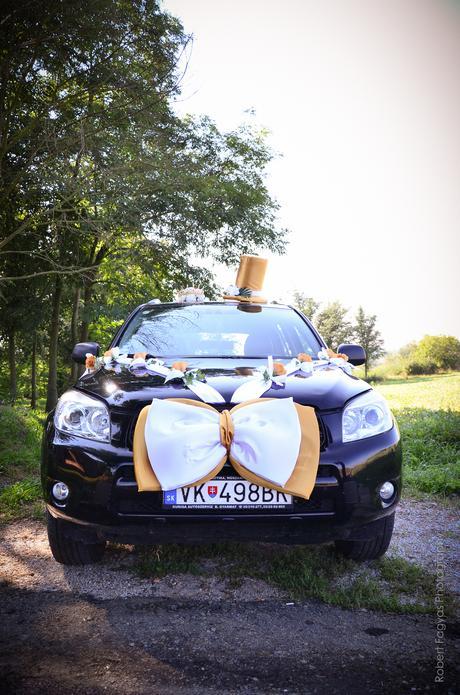 Výzdoba svadobného auta,