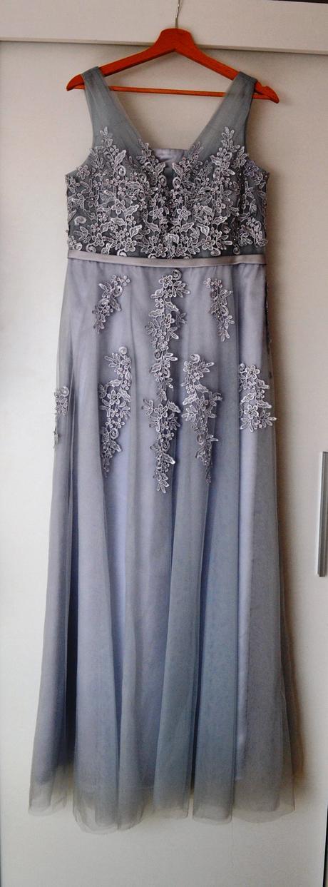 Sivé šaty s čipkou, 40