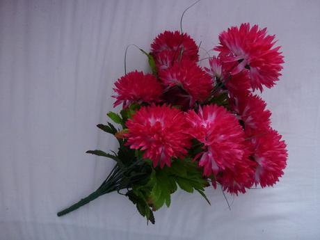 Umelá kytica kvetov - cyklamenová,