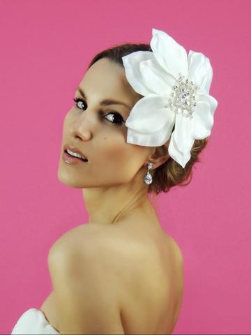 Svadobný kvet do vlasov,