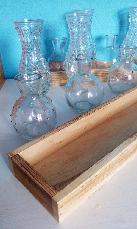 Sada 10 skleněných váziček s 2 dřevěnými podnosy,