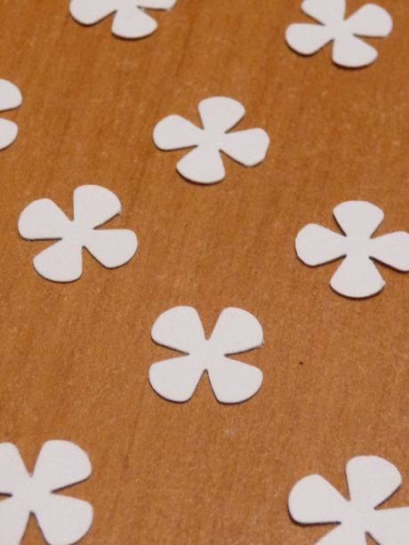 Konfety - kytičky / čtyřlístky - mini,