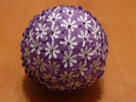 Polystyrenové koule zdobené,